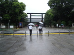 雨の靖国神社.JPG